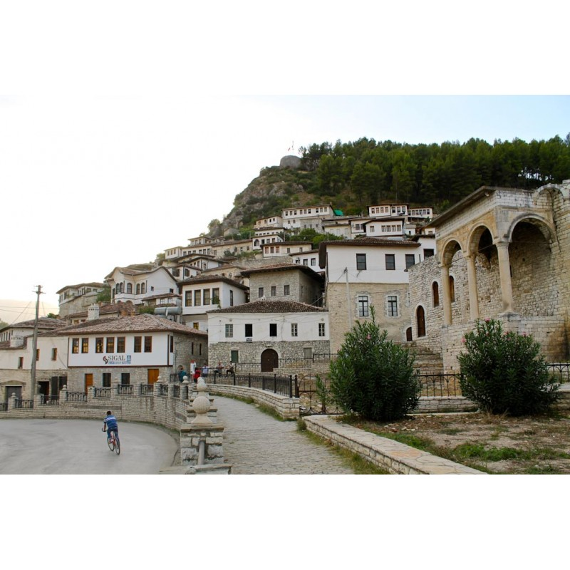 Назад в прошлое: экскурсия в 2400-летний город-музей Берат - фото 2 - 001.by
