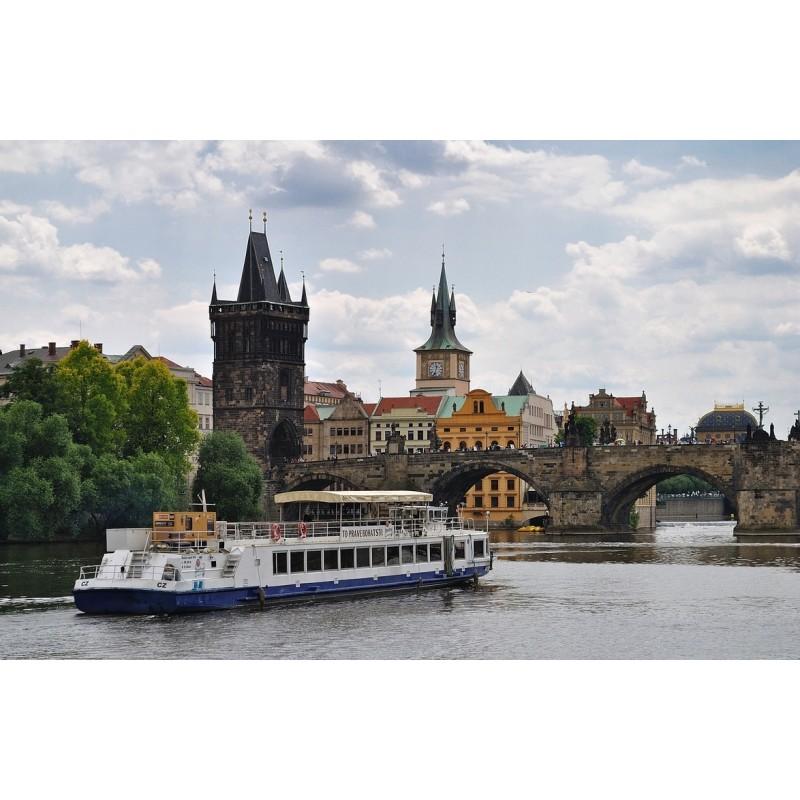 Прогулка на корабле по реке Влтава