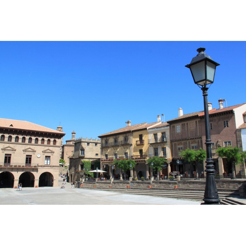 Испанская деревня и поющий фонтан